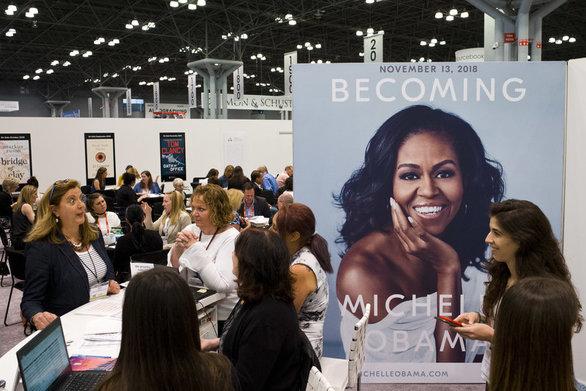 Δείτε πόσο κοστίζει το εισιτήριο για την παρουσίαση του βιβλίου της Μισέλ Ομπάμα!