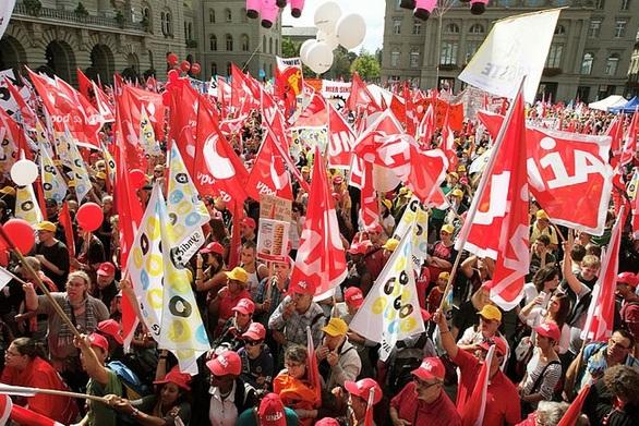 Ελβετία - Τουλάχιστον 20.000 άνθρωποι διαδήλωσαν στη Βέρνη