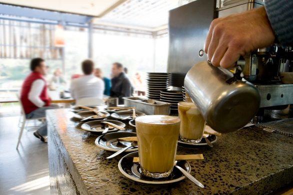 """Πάτρα: Σαν """"μανιτάρια"""" ξεφυτρώνουν οι καφετέριες και τα μαγαζιά εστίασης"""