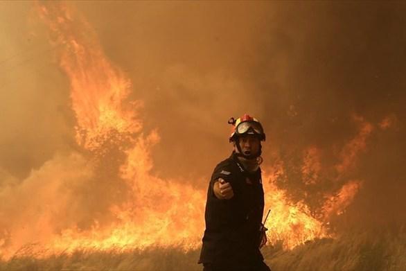 Μεγάλη φωτιά ξέσπασε στον Άραξο της Αχαΐας - Κοντά στο αεροδρόμιο