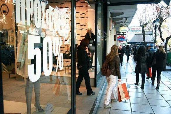 ΣΕΠΕΕ: Οι Έλληνες αγοράζουν ρούχα και παπούτσια στην Ευρώπη