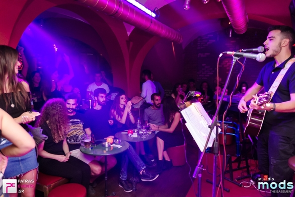 Live music is better! (φωτο)