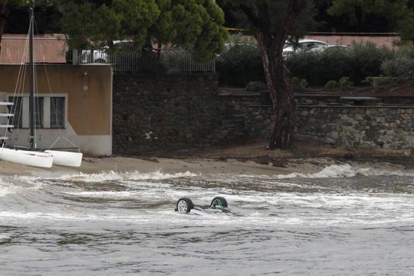 Πέντε νεκροί από πλημμύρες στη Γαλλία (video)