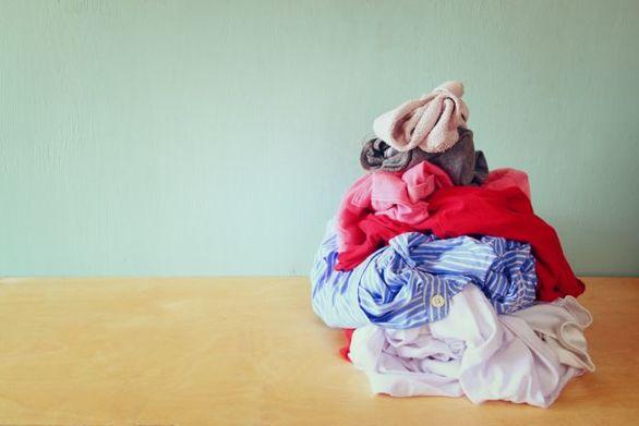 Γιατί δεν είναι καλό να αφήνετε τα άπλυτα ρούχα πεταμένα