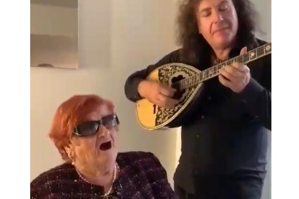 """Το είδωλο της Πάτρας Σπύρος Γρίβας παίζει """"Βέμπο"""" και ο Τάκης Ζαχαράτος αποθεώνει! (βίντεο)"""