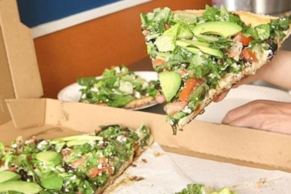 Η πιτσαρία που συνδυάζει την σαλάτα με την πίτσα (video)