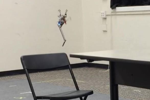 Ρομπότ με ένα πόδι κάνει άλματα με απίστευτη ακρίβεια (video)