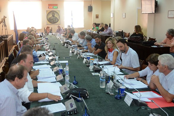 Πάτρα: Το Δημοτικό Συμβούλιο για την επαναφορά του 13ου και 14ου μισθού