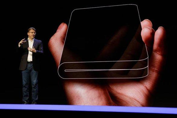 Στα σκαριά το smartphone που διπλώνει από τη Samsung (video)