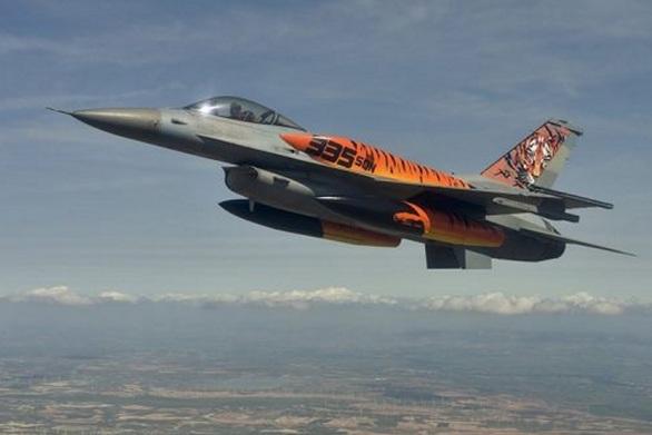 """Οι """"Τίγρεις"""" του Αράξου και της Πολεμικής Αεροπορίας γιορτάζουν (vids)"""