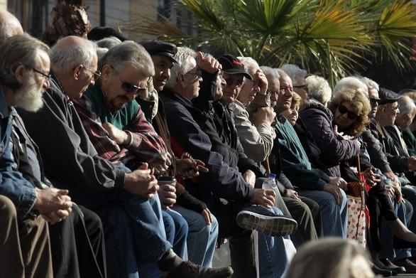 Ξεπέρασαν τις 350.000 οι αιτήσεις από τους συνταξιούχους για τα αναδρομικά