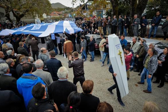 Κλιμακώνεται η κατάσταση με την Αλβανία - Ανεπιθύμητοι 52 Έλληνες που πήγαν στην κηδεία του Κατσίφα