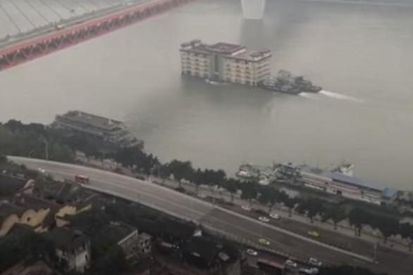 Κίνα - Κτίριο... επιπλέει σε ποτάμι (video)