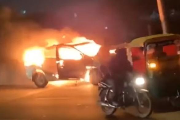 Φλεγόμενο αυτοκίνητο διασχίζει αυτοκινητόδρομο (video)