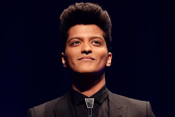 O Bruno Mars έκανε το τραπέζι σε 24.000 κατοίκους της Χαβάης