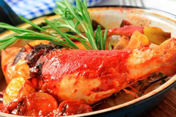 Φτιάξτε κοκκινιστό κοτόπουλο με κρασί και λαχανικά