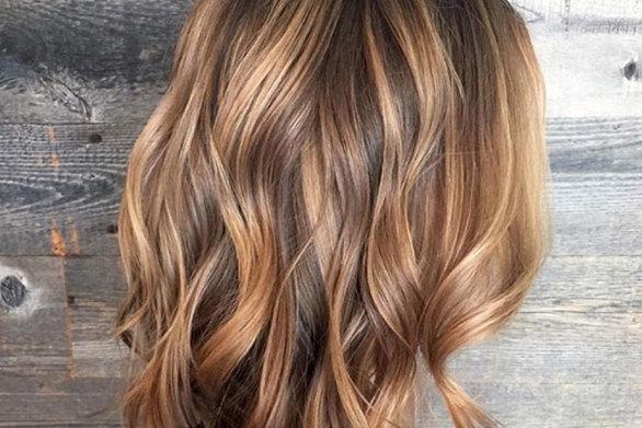 Γυναίκες που τόλμησαν μια ριζική ανανέωση στα μαλλιά τους (video)