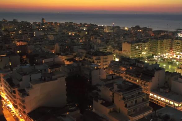 Η μοναδική στιγμή που ο ήλιος… βασιλεύει στην Πάτρα (video)