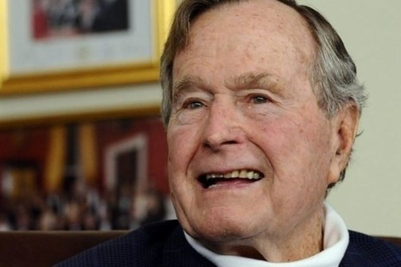 Ο Ντόναλντ Τραμπ δίνει το Air Force One για να μεταφερθεί η σορός του Τζορτζ Μπους