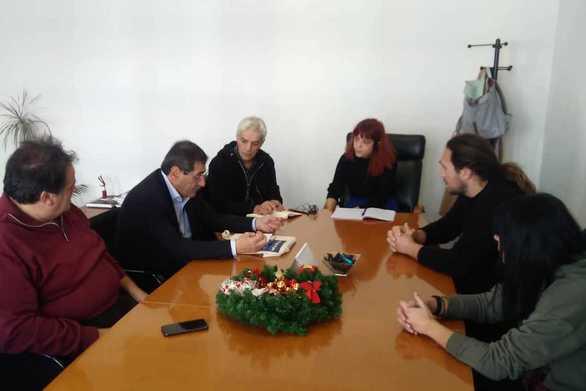 Ο Κ. Πελετίδης μαζί με 8μηνίτες στο υπουργείο Εργασίας
