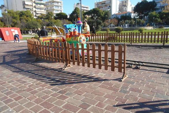 Πάτρα: Στήνεται Χριστουγεννιάτικος παιδότοπος στα Ψηλαλώνια (pics)