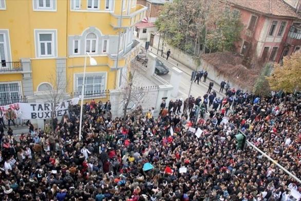 Στους δρόμους βγήκαν χιλιάδες φοιτητές στην Αλβανία - Ζητούν μείωση των διδάκτρων