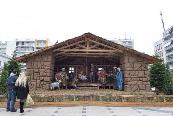 Περιήγηση στο Χριστουγεννιάτικο Χωριό της Πάτρας (video)
