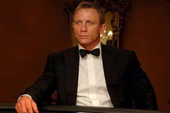 Ο James Bond αντιμετωπίζει σοβαρό πρόβλημα... αλκοολισμού!