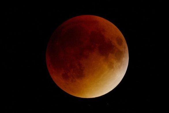 Σούπερ Ματωμένο Φεγγάρι του Λύκου: Το σπάνιο αστρονομικό φαινόμενο που «καλωσορίζει» το 2019