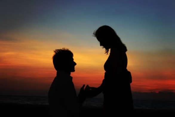 Τα σημάδια που δείχνουν ότι είναι ερωτευμένος μαζί σου ακόμα κι αν δεν το λέει