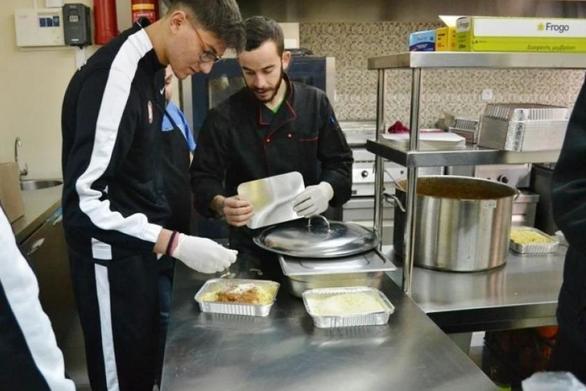 Η αγάπη είναι παντού στην Πάτρα - Οι δεκάδες εθελοντές της τοπικής εκκλησίας