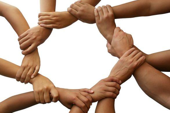 """Η ομάδα των """"5 ευρώ"""" της Πάτρας που ολοένα μεγαλώνει - Αγκαλιάζει 70 οικογένειες"""