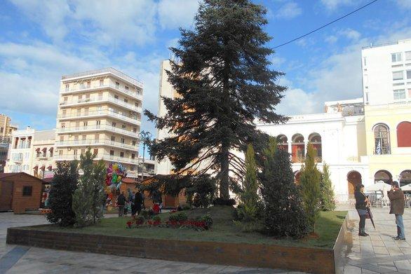 Πάτρα: Πήραν σεκιούριτι για το Χριστουγεννιάτικο χωριό στο... τέλος της εορταστικής περιόδου!