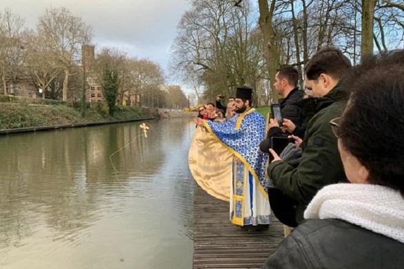 Γιόρτασαν για πρώτη φορά τα Θεοφάνεια στα ολλανδικά κανάλια (φωτο)