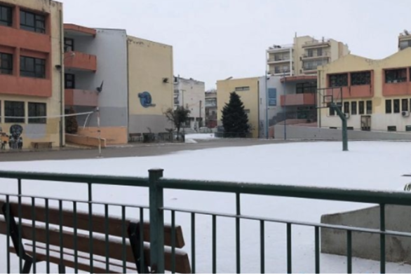 Κλείνουν άρον άρον τα σχολεία στη Θεσσαλονίκη (vids)