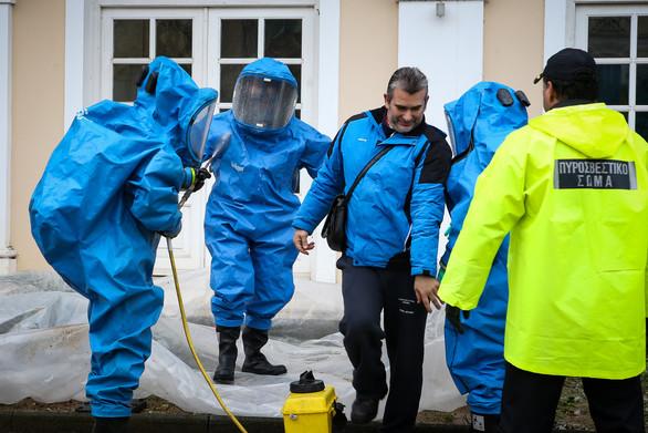 Στους 29 έφτασαν οι ύποπτοι φάκελοι με σκόνη