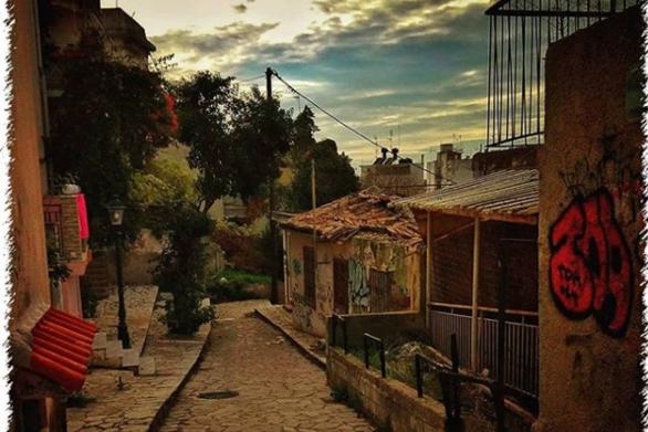 Πάτρα - Σαν σκηνικό από παλιά ελληνική ταινία (φωτο)