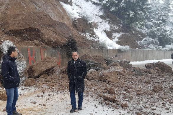 """Καλάβρυτα: Κατολίσθηση κοντά στο Μέγα Σπήλαιο - """"Άγιο"""" είχαν οδηγοί"""