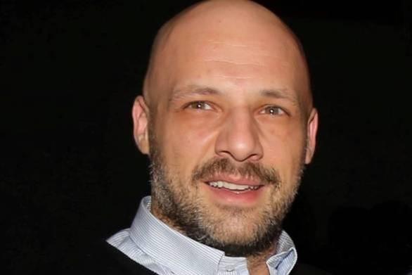 O Νίκος Μουτσινάς τάισε κατσίκα στον «αέρα» της εκπομπής (video)
