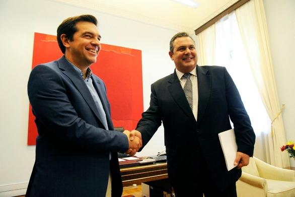 Spiegel: Το διαζύγιο Τσίπρα - Καμμένου εξυπηρετεί τους πολιτικούς τους στόχους