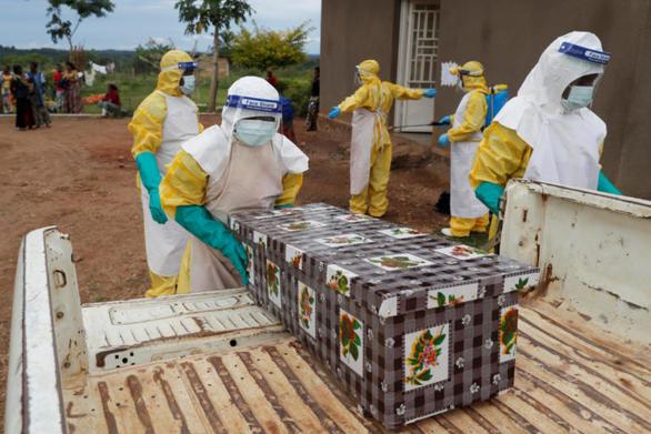 Κονγκό: Ξεπέρασαν τους 400 οι νεκροί από τον Έμπολα