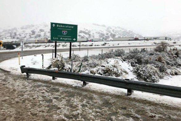 Πέντε νεκροί από την κακοκαιρία που σαρώνει την Καλιφόρνια