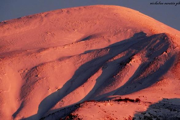 """Όταν το χιόνι στις κορυφές του Παναχαϊκού γίνεται """"χρυσαφί"""" (pics)"""