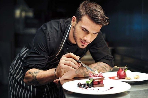 Mε καινούργιες γευστικές προτάσεις έρχεται ο Άκης Πετρετζίκης