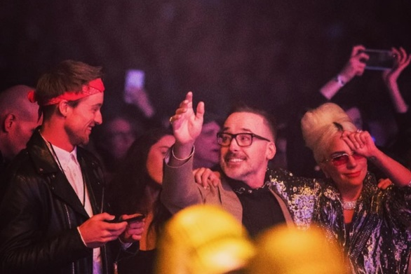 Lady Gaga: Διασκέδασε στην συναυλία του Elton John (pics)