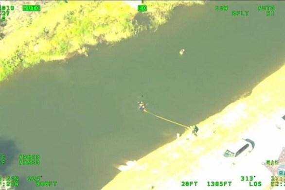 Άνδρας πήδηξε σε λίμνη αν και... δεν ήξερε κολύμπι, για να αποφύγει τη σύλληψη (video)
