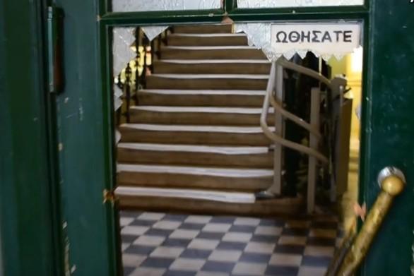 Ναύπλιο: Έκανε «γυαλιά-καρφιά» το Δικαστικό Μέγαρο (video)