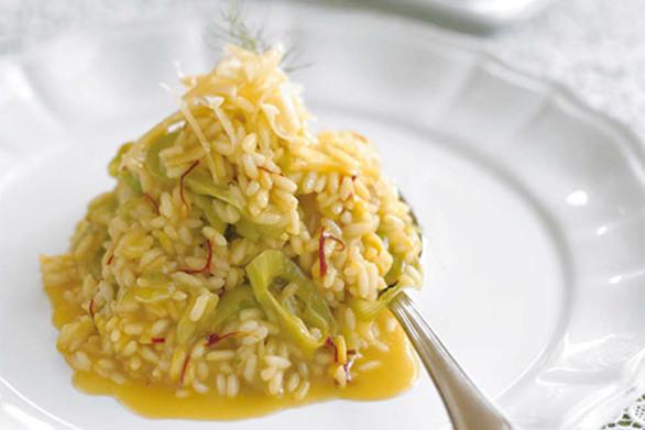 Μαγειρέψτε ριζότο με πράσο, κρόκο Κοζάνης και κασέρι