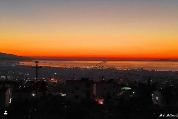 Όταν ο Πατραϊκός κόλπος μετατρέπεται σε… μια πορτοκαλί λίμνη (pics)