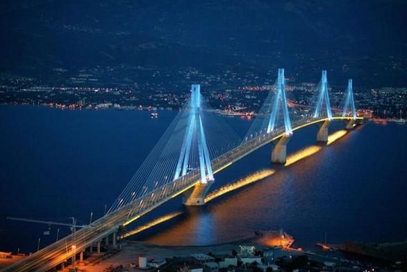 Πάτρα: Φωταγωγείται η Γέφυρα για την Παγκόσμια ημέρα κατά του καρκίνου